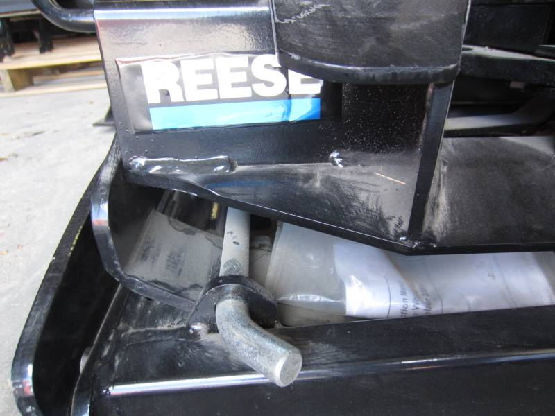 Reese Low Profile Fifth Wheel Hitch Dick S Auto Parts