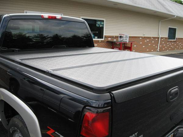 Extang Solid Fold >> Photo Gallery - 99-06 Chevy Silverado/GMC Sierra - 06 Silverado with an Extang Solid Fold Hard ...